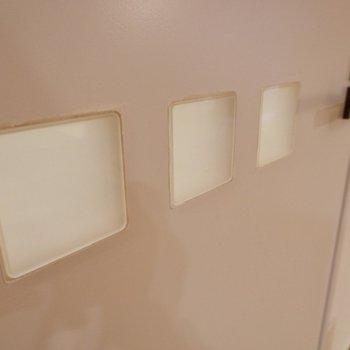 脱衣所のドアにはこんな模様が。