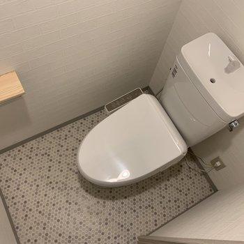 トイレのトイレットペーパーを置くところ…!良いワンポイント!