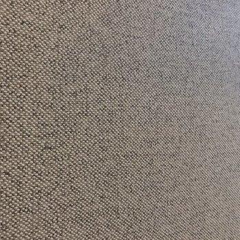 グレーの床はファブリックのような質感。(※写真は2階の同間取り別部屋のものです)