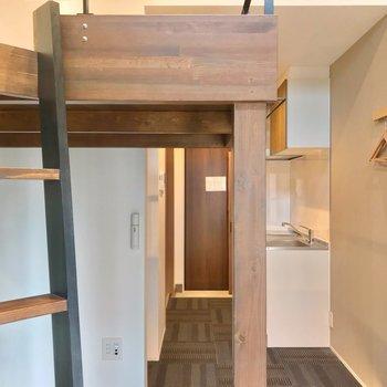 つづいて廊下を見てみましょう。(※写真は2階の同間取り別部屋のものです)