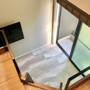 はしごは低めなので、高いところが苦手な方も使いやすいと思います。(※写真は2階の同間取り別部屋のものです)