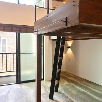天井がとっても高いんです!(※写真は2階の同間取り別部屋のものです)