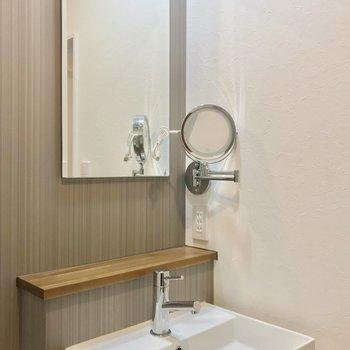 鏡が2つ!身支度もラクラクです♩(※写真は2階の同間取り別部屋のものです)