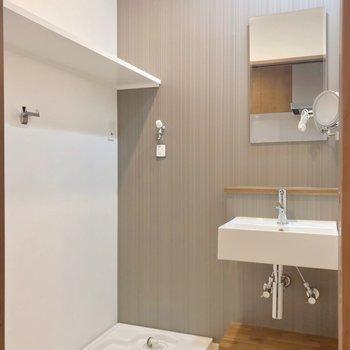 脱衣所には素敵な洗面台!(※写真は2階の同間取り別部屋のものです)