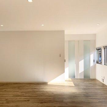 日当たり風通し良好でとっても清々しいお部屋です。