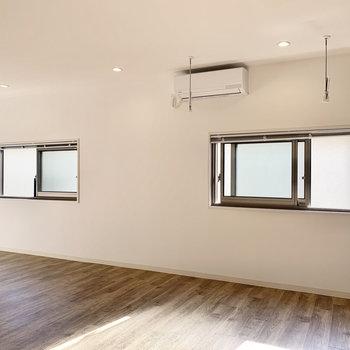 小窓しかないですが、直射日光が当たりすぎないのでかえって落ち着いてくつろげそう。