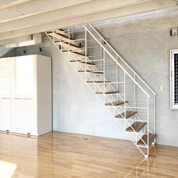 【洋室】階段下は有効に使いたいですね。