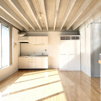 【LDK】大きめの家具を置いてもゆとりがあります。