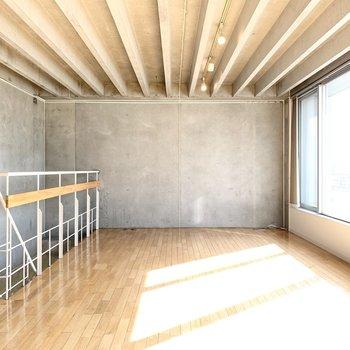 【LDK】シンプルな内装で洗練された空間。