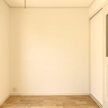 バーチの床材で明るい印象です。