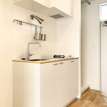 キッチンは白を基調として清潔感があります。