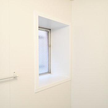 窓もあるので湿気対策も◎※写真は3階同間取り・別部屋のものです。