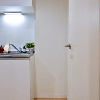 冷蔵庫が右側に置けますよ。
