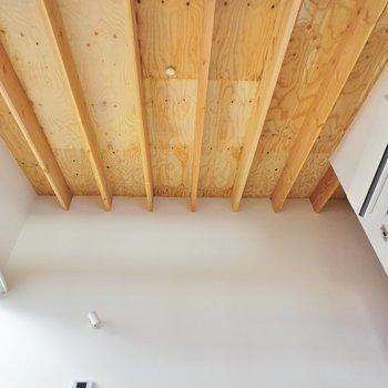2階。こんな天井。 ※写真は前回募集時のものです