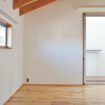 2階。二面採光の明るいお部屋 ※写真は前回募集時のものです