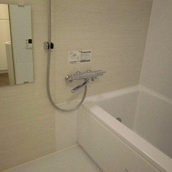 浴槽広々してます※写真は2階の同間取り別部屋のものです