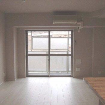 四角いので使いやすそう※写真は2階の同間取り別部屋のものです