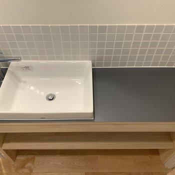 【イメージ】脱衣所にはゆったりした洗面台と