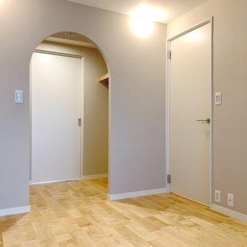 【イメージ】寝室につながっています!!※アーチ開口ではありません