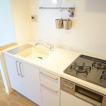 【イメージ】白のシステムキッチンが自慢です