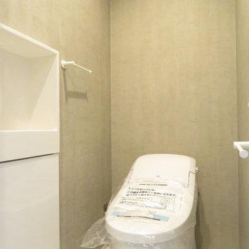 トイレは自動でパカっと蓋が開きました