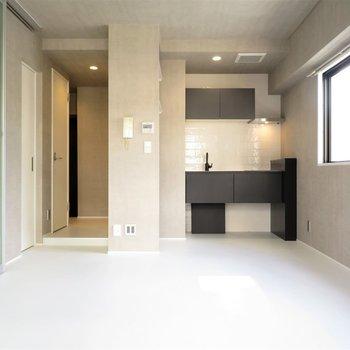 このワクワクさせてくれるお部屋。モノトーンの家具を置きたい