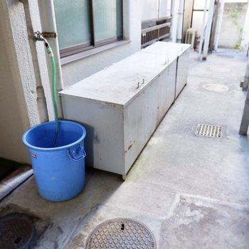 敷地内にゴミ置き場があるため、出掛けにさっとゴミ出しできます。