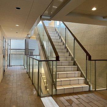 ゆとりある階段もラグジュアリー感があります。