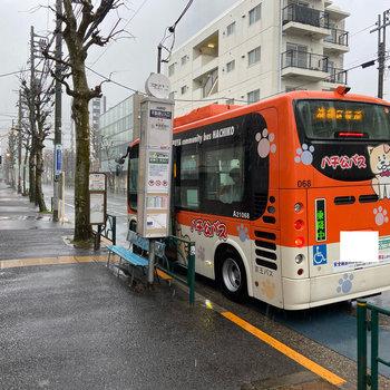 建物すぐ横から渋谷行きのバスも出ています。