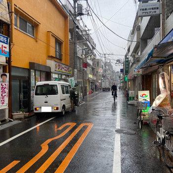 雰囲気のある商店街。お散歩したくなりますね。