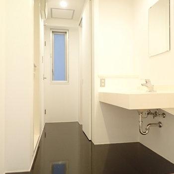 サニタリールームは細長い!(※写真は4階の同間取り別部屋のものです)