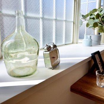 光でキラキラとする瓶やガラス系の小物がいい感じ。