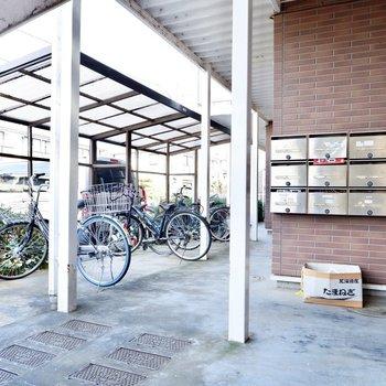 駐輪場は屋根があって、濡らさず自転車を保管できます。