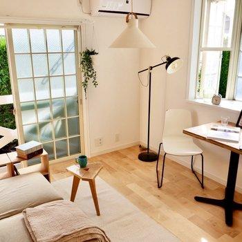 居室は約5.9帖です。ホワイトやグレーなどニュアンスカラーでおしゃれに。