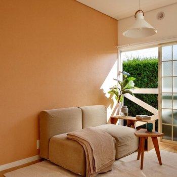 可愛らしいアクセントクロスがお部屋の雰囲気を明るくしてくれますね。