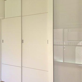 【洋室】引き戸は半透明になっていますよ。