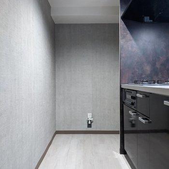 【LDK】キッチンは2人で料理をすることもできる広さ。