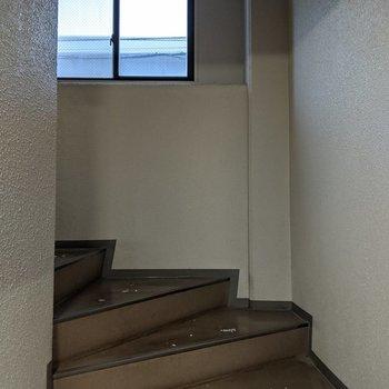 階段は屋内なので天気の影響を受けません。