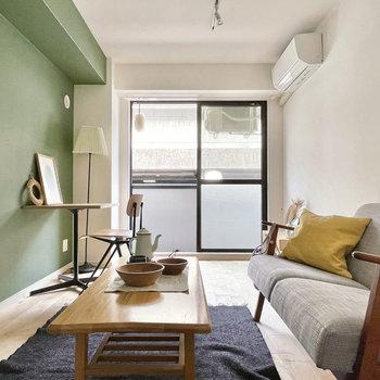 家具イメージ】黄色のクッションがアクセントでかわいい