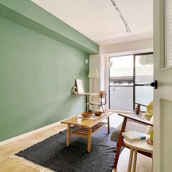 家具イメージ】んん〜無垢床と深緑、相性いいですね