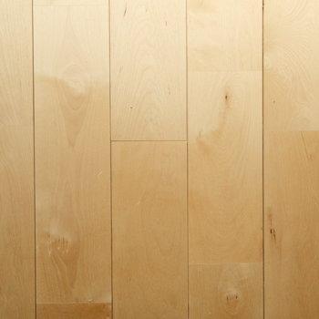 床はバーチ材で明るい雰囲気に仕上がります!
