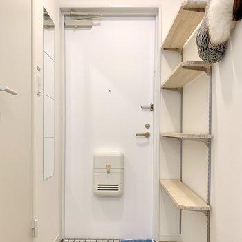 玄関は白塗装でスッキリ、清潔感バッチリ!