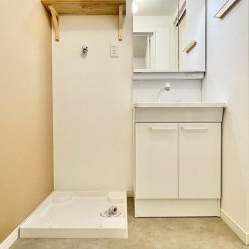 洗面台は使いやすく、洗濯パンはすぐお隣に