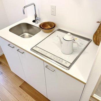 キッチンはコンパクトながら収納力あり◎