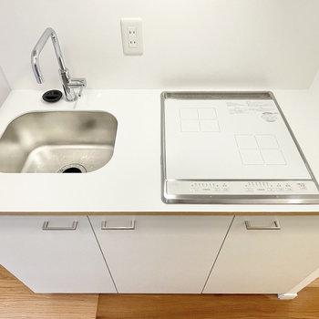 キッチンはコンパクトながら収納力◎