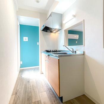キッチンはお部屋のイメージとも合う木目調。