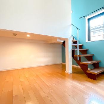 階段の下はアンダーロフト!照明付きで夜も明るく過ごせるんです。