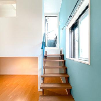 スケルトン階段を登って、上も見てみましょう。
