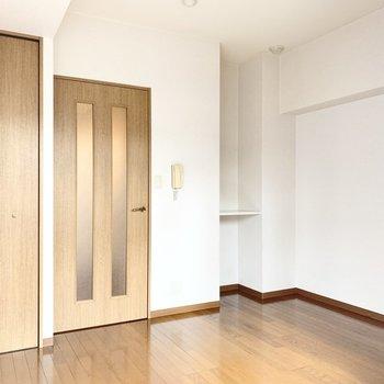 ナチュラルな雰囲気で木製家具が合いそう。