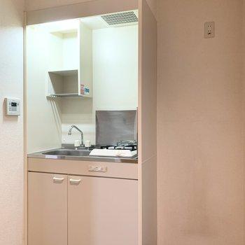 キッチンのお隣には冷蔵庫を置けますよ。